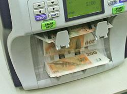 Операции в чешских пунктах обмена валют можно будет отменить в течение трех часов.  Счетная машина. Фото cnb.cz.  14 ноября 2018