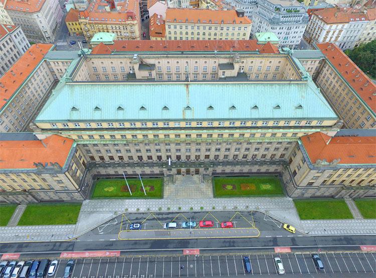 Министерство транспорта Чехии приглашает «порулить» дронами на дне открытых дверей. Здание Министерства транспорта Чехии. Фото с официального сайта mdcr.cz  16 ноября 2018