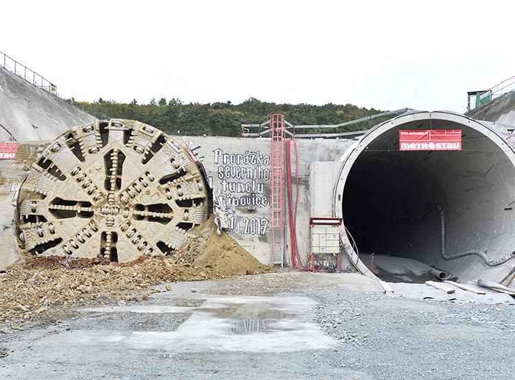Самый длинный железнодорожный тоннель Чехии сократил путь из Праги в Плзень на 11 минут. Строительство самого длинного в Чехии железнодорожного тоннеля. Фото пресс-службы компании Metrostav  17 ноября 2018 года