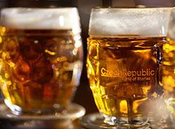 Среднестатистический чех выпивает 7,6 кружки пива в неделю. Чешское пиво  Фото: CzechTourism  17 ноября 2018