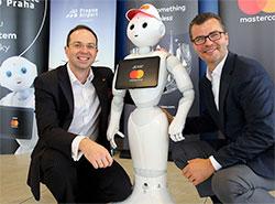 Робот информирует и развлекает пассажиров в аэропорту Праги. Робот Мастер Пеппер  Фото: Аэропорт Вацлава Гавела  18 ноября 2018