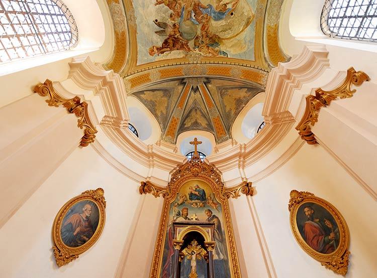 Чехия подтвердила свой статус самой атеистической страны в Европе.  Интерьер одной из церквей монастыря города Броумов.  Фото: CzechTourism.  19 ноября 2018