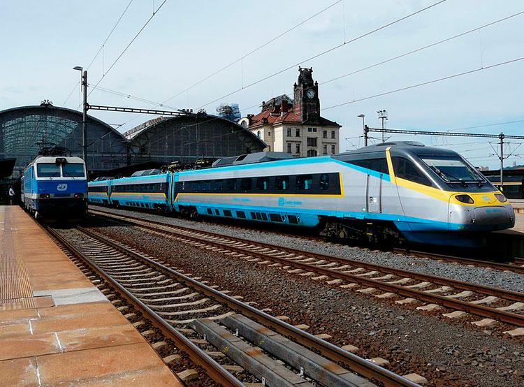 Чешские железные дороги обещают обеспечить доступ к интернету в 100% поездов дальнего следования. Поезда Чешских железных дорог. Фото Metrophil [CC BY-SA 4.0 (https://creativecommons.org/licenses/by-sa/4.0)], from Wikimedia Commons  21 ноября 2018 года