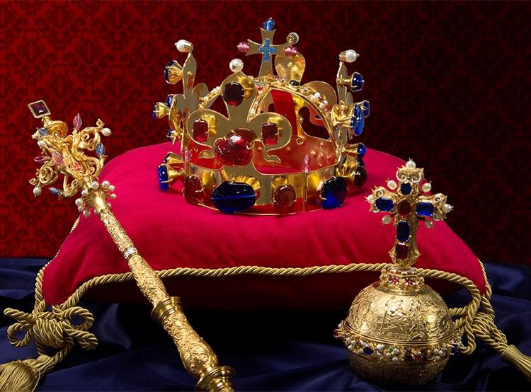 Мэр Праги получил один из семи ключей к чешским королевским регалиям. Копия чешских королевских регалий  Фото: Národní památkový ústav  23 ноября 2018 года
