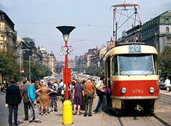 Трамваи вернутся на Вацлавскую площадь в Праге в течение четырех лет. Трамвайная остановка Muzeum в 1972 году. Фото dpp.cz  25 ноября 2018