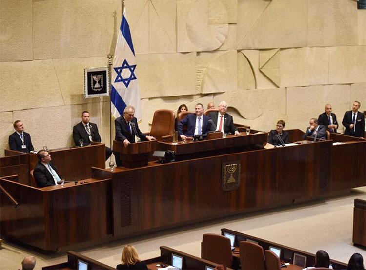 «Лучший друг Израиля» Милош Земан стал первым чешским политиком, выступившим в Кнессете. Милош Земан выступает в Кнессете. Фото из фейсбука пресс-секретаря президента Йиржи Овчачека (jiri.ovcacek1979)  26 ноября 2018 года