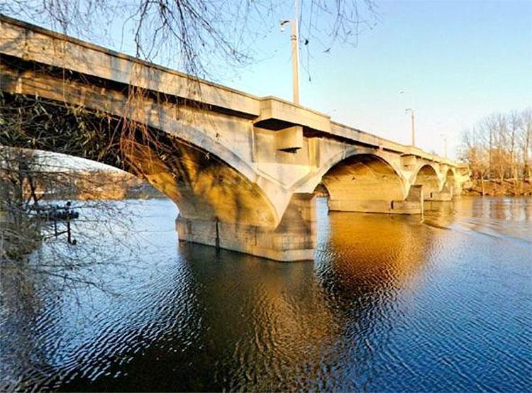 Новые власти Праги приняли решение отремонтировать приговоренный к сносу 90-летний мост. Либеньский мост  Фото: Portál hlavního města Prahy  27 ноября 2018 года