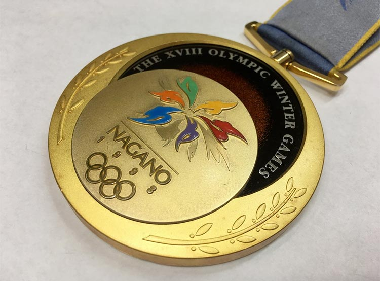 Медаль чешского хоккеиста из Нагано продана за 1,5 миллиона крон. Проданная медаль Нагано-1998. Фото AUREA numismatika с сайта livebid.cz  1 декабря 2018 года