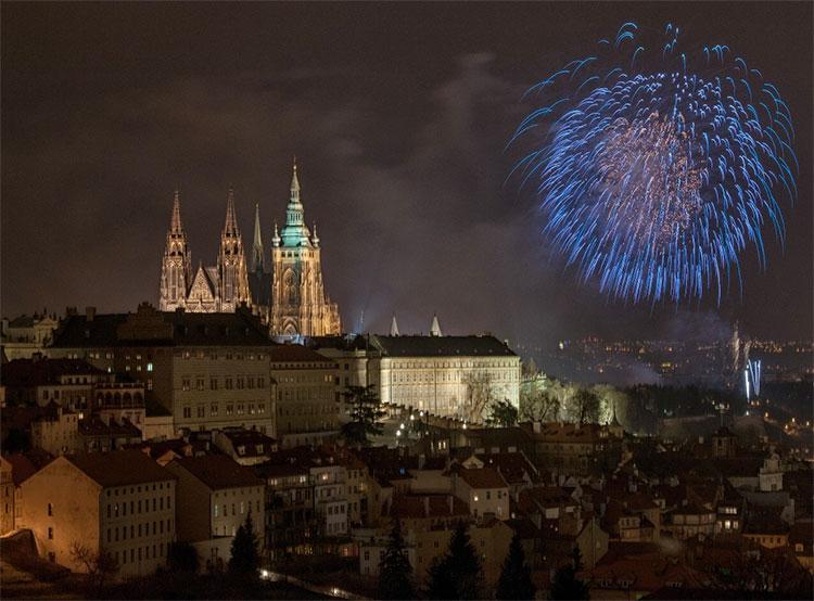 Новогодний фейерверк в Праге пройдет под музыку Beatles и Rolling Stones. Новогодний салют в Праге  Фото: Prague City Tourism  7 декабря 2018 года