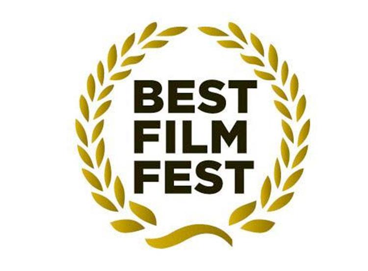 Независимые пражские кинотеатры под Рождество покажут лучшие фильмы года. Лого фестиваля Best Film Fest  10 декабря 2018 года