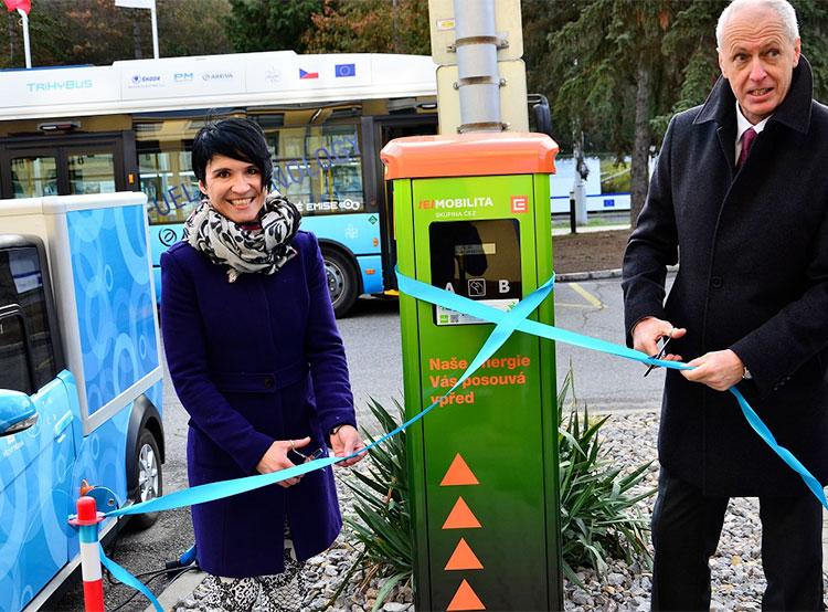 В Чехии появилась первая водородная зарядная станция для электромобилей. Торжественное открытие водородной зарядной станции. Фото пресс-службы ČEZ  10 декабря 2018