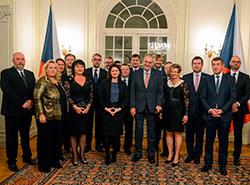 Чешский президент заложил новую предрождественскую политическую традицию. Президент и правительство в Ланском замке  Фото: Správa Pražského hradu  11 декабря 2018