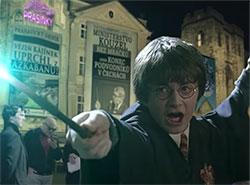 Чешский «видеоволшебник» отправил Гарри Поттера в «Прагвартс» в новом вирусном ролике. Скриншот из нового видео Михала Орсавы  11 декабря 2018