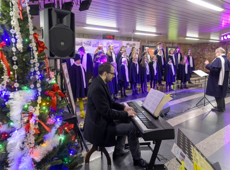 В пражском метро в седьмой раз пройдут рождественские концерты. Фото Petr Hejna (DPP)  11 декабря 2018