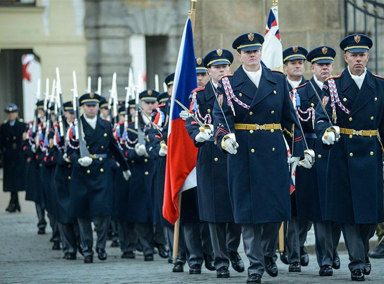 Чехи верят армии с полицией и не верят СМИ и церкви. Чешская армия заслуживает доверия  Фото: Správa Pražského hradu  14 декабря 2018
