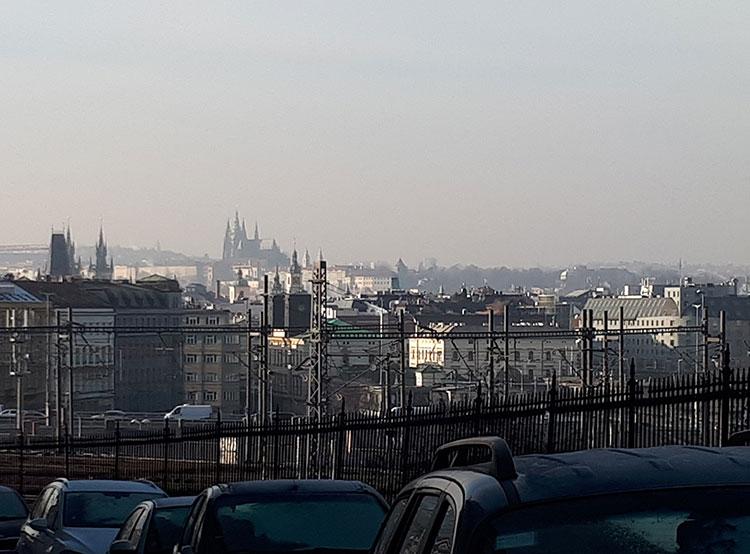 Реальные цены на квартиры в Праге начали снижаться. Район Прага 3 с видом на центр  Фото: Utro.cz  16 декабря 2018 года