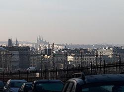 Реальные цены на квартиры в Праге начали снижаться.  Район Прага 3 с видом на центр.  Фото: Utro.cz.  16 декабря 2018