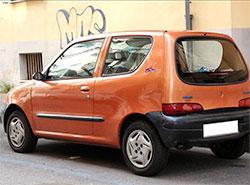 Полиция призывает жителей Праги не терять автомобили. Потерянный и найденный Fiat Seicento  Фото: Policie ČR  19 декабря 2018