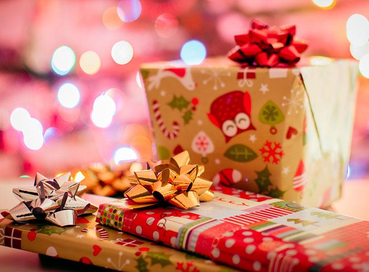 Чехи рассказали, сколько тратят на рождественские подарки и праздничные застолья. Фото Pexels  24 декабря 2018 года