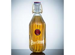 Дизайнерскую бутылку Pilsner Urquell продали за 700 тысяч крон. Бутылка от студии deFORM  26 декабря 2018