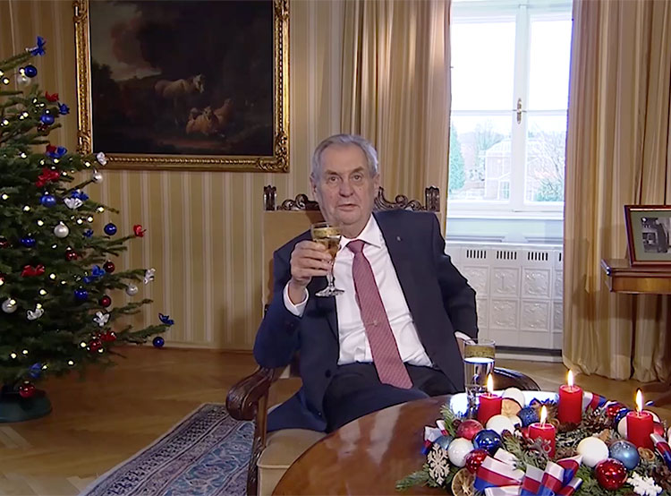 Президент Чехии в рождественском обращении рассказал об «истерических волнах» и горе-советчиках. Президент Чехии Милош Земан. Кадр из рождественского телеобращения  26 декабря 2018 года