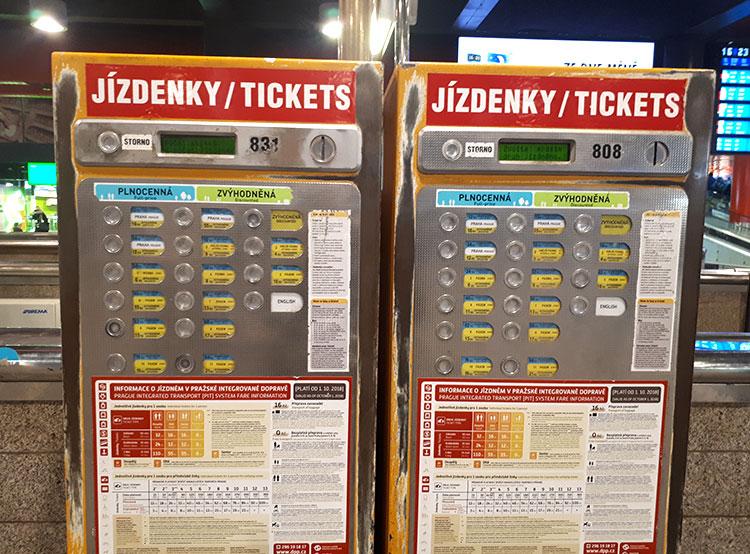 Президент усложнил жизнь обменникам и поддержал общественный транспорт. Автомат по продаже билетов  27 декабря 2018 года