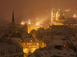 Пражские власти рассказали об ограничениях и мерах безопасности в новогоднюю ночь. Район Мала-Страна зимой  Фото: Czech Tourism  27 декабря 2018