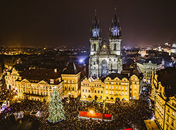 Из рождественской ели со Староместской площади сделают столы. Рождественская ярмарка на Староместской площади  Фото: Prague City Tourism  3 января 2019