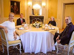 Земан рассчитывает встретиться с Бабишем за новогодним обедом еще четыре раза. Новогодний обед президентской и премьерской четы  Фото: Správa Pražského hradu  3 января 2019