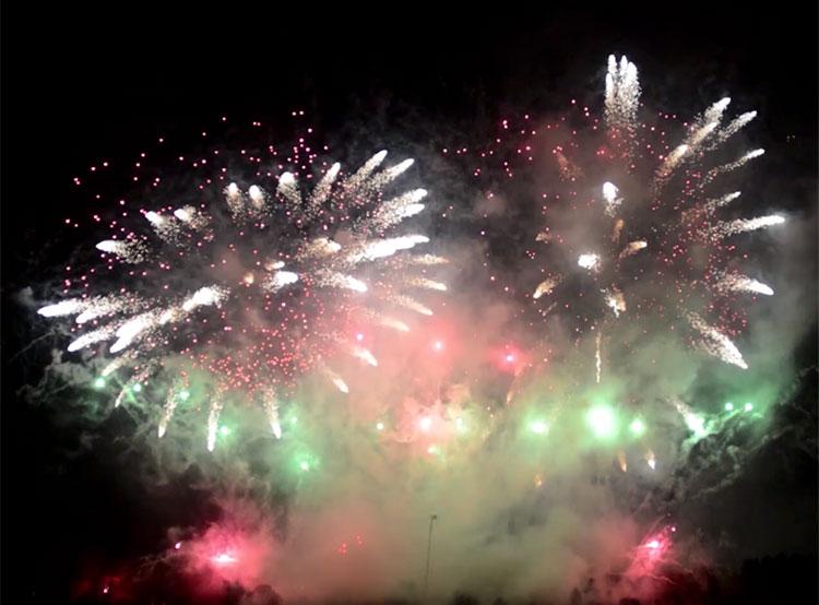 Прага готовится провести ребрендинг новогоднего фейерверка. Новогодний фейерверк 1 января 2019 год. Кадр из видео компании Makalu Fireworks  4 января 2019 года