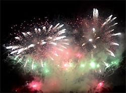 Прага готовится провести ребрендинг новогоднего фейерверка.  Новогодний фейерверк 1 января 2019 год. Кадр из видео компании Makalu Fireworks.  4 января 2019