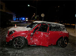 Пьяный водитель Mini Cooper столкнулся с трактором в чешском Шумперке. Пострадавший Mini Cooper  Фото: Policie ČR  6 января 2019