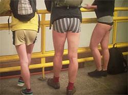 В пражском метро состоится очередной заезд без штанов. Кадр из видео, посвященного поездке в 2016 году  6 января 2019