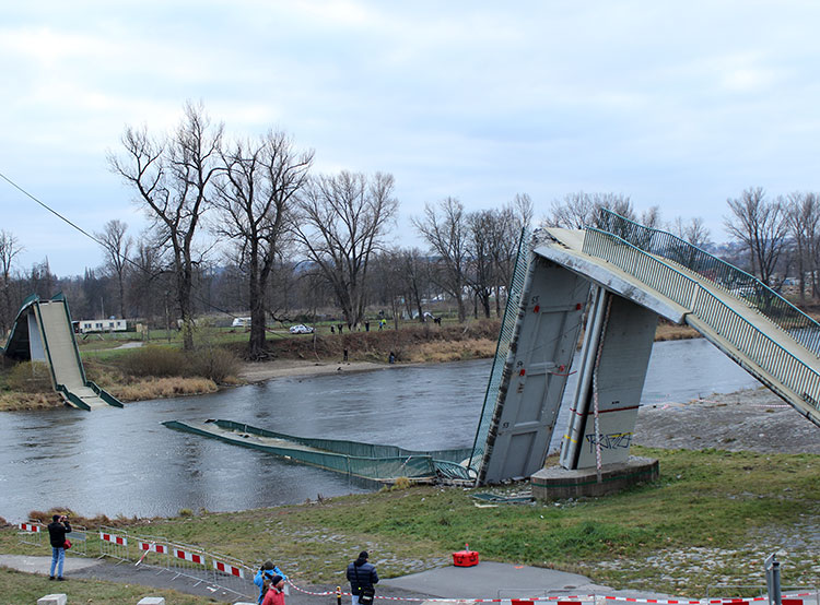 Вместо обвалившегося моста в Праге начнут строить новый. Тройский мост в Праге на следующий день после обрушения. Autor: Jan Polák, CC BY-SA 3.0, https://commons.wikimedia.org/w/index.php?curid=64560036  16 января 2019 года