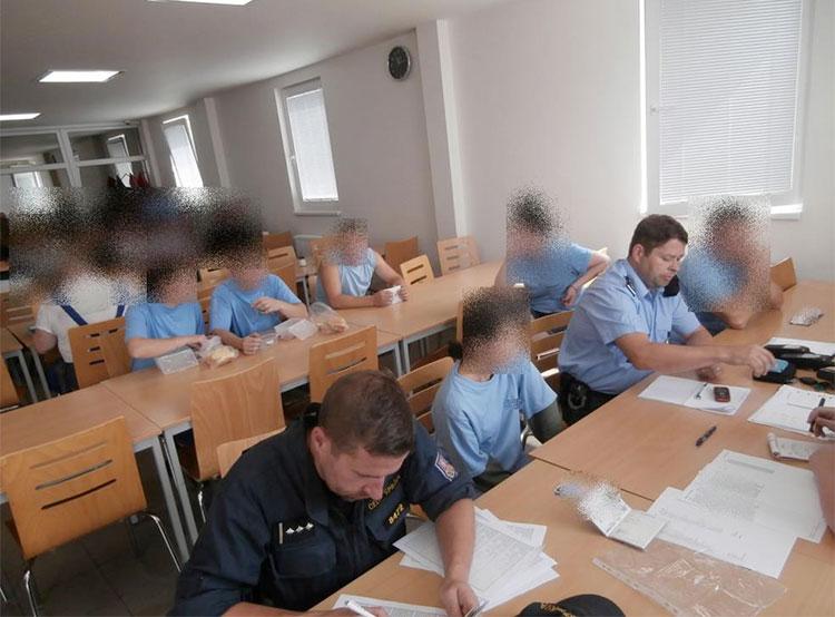 Среди нелегальных мигрантов в Чехии в 2018 году преобладали украинцы и молдаване. Чешская полиция проводит проверку иностранных работников  Фото: Policie ČR  17 января 2019 года