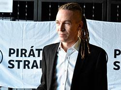 Пиратская партия объявила о планах выиграть выборы в Европарламент и в парламент Чехии.  Глава пиратской партии Иван Бартош. Снимок из фотопотока партии на flickr.com.  19 января 2019