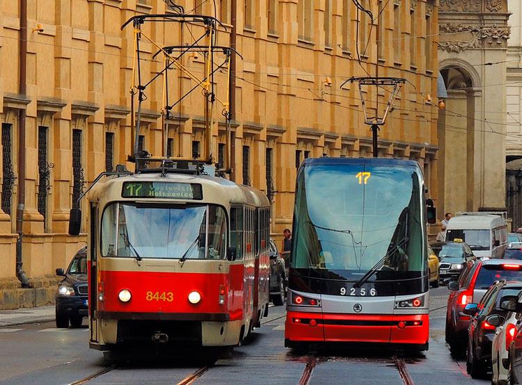 Прага будет бороться со смогом бесплатным проездом в общественном транспорте. Пражские трамваи. Фото Pixabay.com  24 января 2019 года