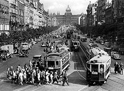 Власти Праги сделали новый шаг к возвращению трамваев на Вацлавскую площадь. Трамваи на Вацлавской площади в середине 50-х годов прошлого века. Фото Dpp.cz  29 января 2019