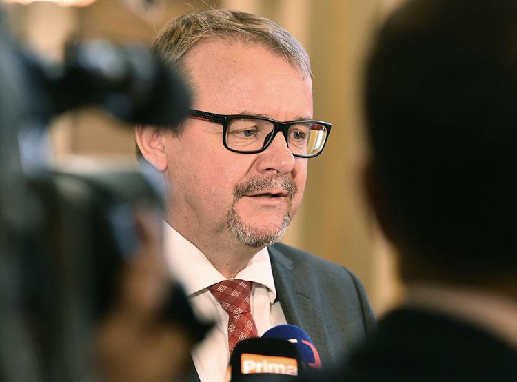 Чехия перейдет с бумажных дорожных виньеток на электронные к 2021 году. Министр транспорта Чехии Дан Тёк  Фото: Úřad vlády ČR  4 февраля 2019 года