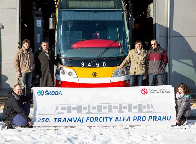 Прага получила последний трамвай от компании Škodа Transportation. Передача Праге последнего трамвая ForCity Alfa (15T). Фото Škodа Transportation  4 февраля 2019 года