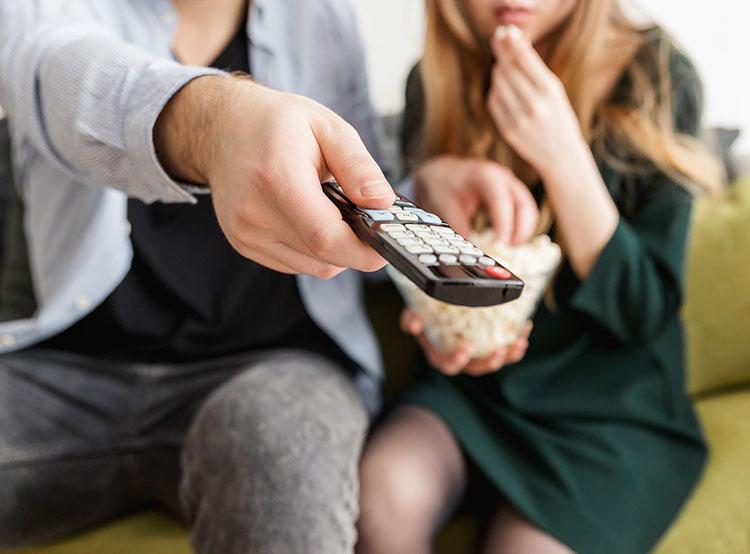 Жителя Чехии могут посадить на восемь лет за платное распространение пиратских фильмов. Раздача пиратских фильмов с целью обогащения может обойтись в 8 лет за решеткой. Photo by JESHOOTS.com from Pexels  8 февраля 2019 года