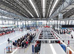 Иностранец два года обворовывал дьюти-фри в пражском аэропорту.  Аэропорт Праги.  Фото: Аэропорт Вацлава Гавела.  15 февраля 2019