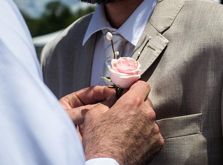 Чешских христианских демократов затроллили фотографиями однополых пар. В Чехии обсуждается вопрос легализации «настоящих» гей-браков вместо гражданских партнерств. Photo by Trinity Kubassek from Pexels  22 февраля 2019 года