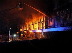 При крупном пожаре на складе службы курьерской доставки сгорели посылки.  Пожар на складе DPD. Фото Leoš Kučera, HZS Praha.  1 марта 2019