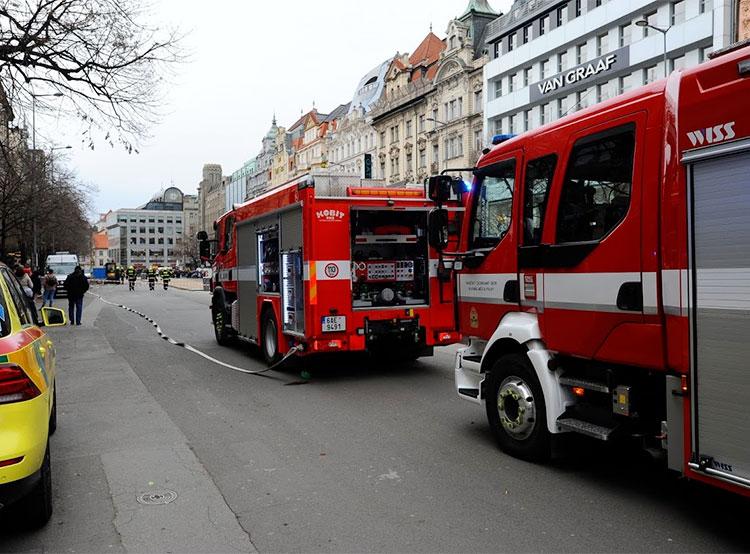 При ремонте на Вацлавской площади произошла утечка газа. Утечка газа на Вацлавской площади. Фото HZS hl. m. Prahy / Jan Kostík   4 марта 2019 года