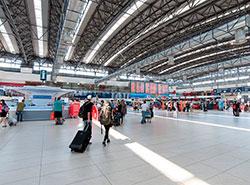 В общедоступных зонах аэропорта Праги установят 45 видеокамер с распознаванием лиц.  Пражский аэропорт имени Вацлава Гавела.  Фото: Аэропорт Вацлава Гавела.  4 марта 2019