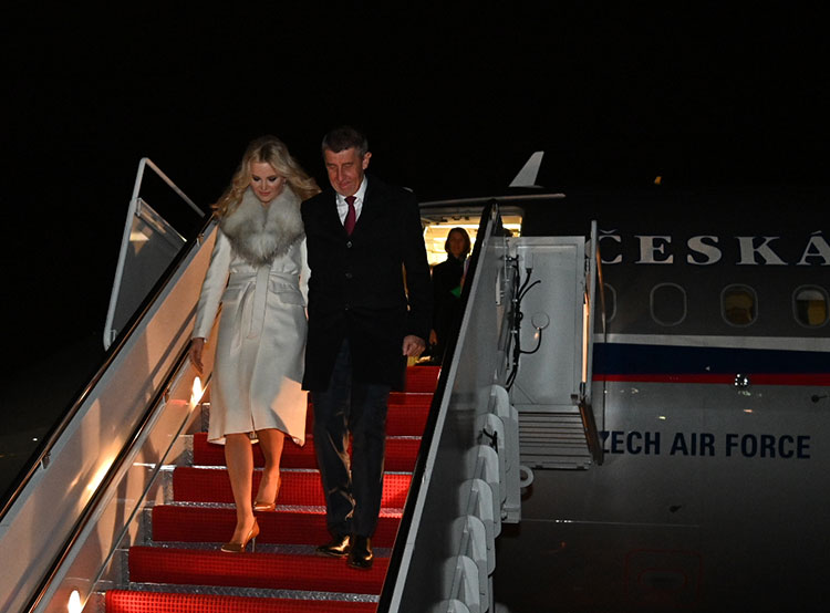 Бабиш на встреча с Трампом пообещал снова сделать Чехию великой. Премьер-министр Чехии Андрей Бабиш с супругой Моникой прилетели в США  Фото: Úřad vlády ČR  7 марта 2019