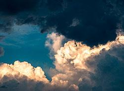 Сильный ветер оставил юг Чехии без электричества.  В Чехии наблюдается переменчивая погода. Фото phtorxp on Pixabay .  10 марта 2019