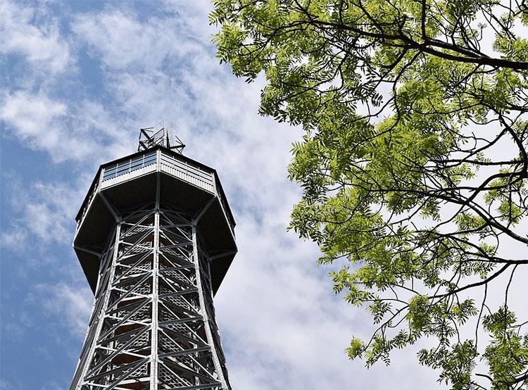Петршинская смотровая башня в День святого Патрика станет зеленой . Петршинская смотровая башня. Фото Suisant7 [CC BY-SA 4.0 (https://creativecommons.org/licenses/by-sa/4.0)]  16 марта 2019 года