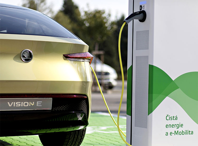 Škoda потратит 32 миллиона евро на 7 тысяч зарядных станций для электромобилей. Škoda инвестирует десятки миллионов евро в создание сети зарядных станций для автомобилей. Фото пресс-службы Škoda Auto  17 марта 2019